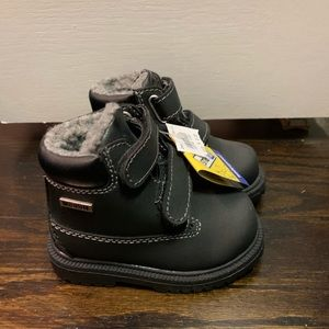 NWT Black Smart Fit Waterproof Boots Size 5.5